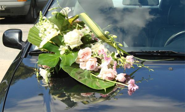 decoration-florale-voiture-mariees