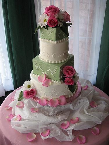 gatea-mariage-vert-blanc-rose-flickr-tnsomethingspecialcakes