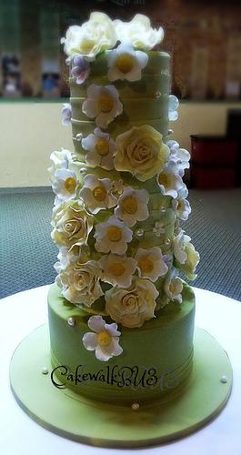 gateau-mariage-vert-blanc-flickr-cakewalkbu3