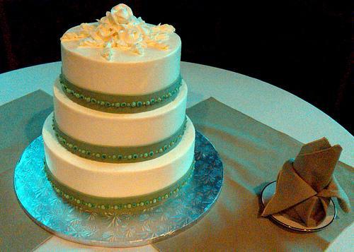 gateau-mariage-vert-blanc-flickr-paul-w-locke
