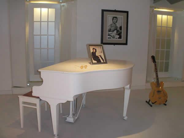 musique mariage piano blanc et guitare