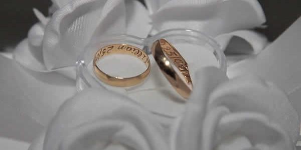 L'alliance est le seul signe visible du mariage. Elle devient encore plus aujourd'hui un gage d'amour. Parfaites comme le cercle, elles rendent visibles la force et la fidélité d'un amour […]