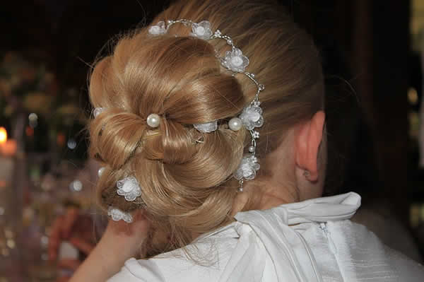 chignon bas mariage grosses boucles pics à cheveux